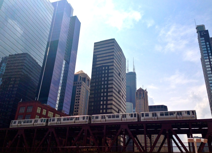 chicago skyline with el train