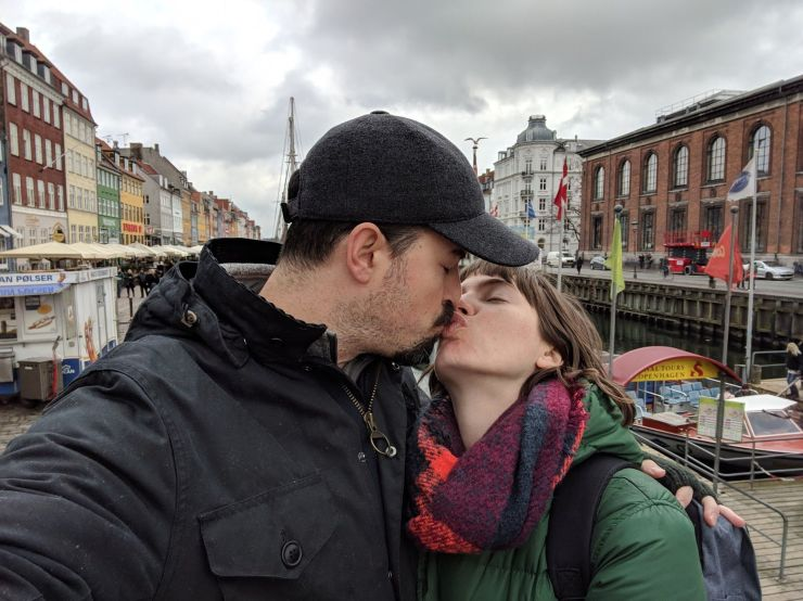 kissing in copenhagen